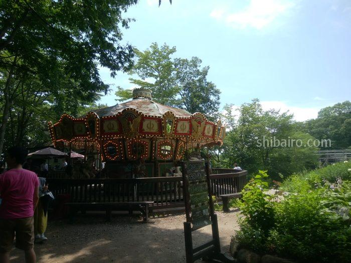 萌木の村のメリーゴーランド