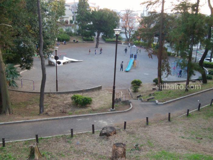 ルーシーズベーカリーの近くの公園